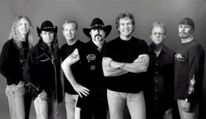 The reunited Outlaws in 2005 including Thomasson (in hat) next to Paul (photo copyright John Gellman)