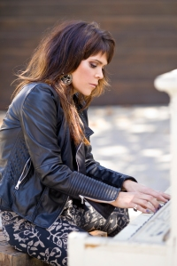 Beth Hart back at her piano (photo by Greg Watterman)
