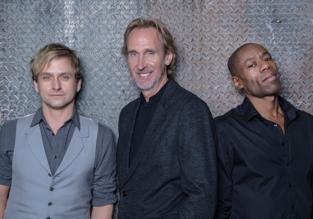 Mike and the Mechanics 2015 (L to R: Tim Howar: vocals, Mike Rutherford, Andrew Roachford: vocals)