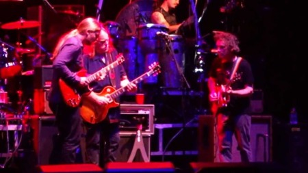Steve Kimock (R) joins Derek Trucks (L) and Warren Haynes onstage with the Allman Brothers